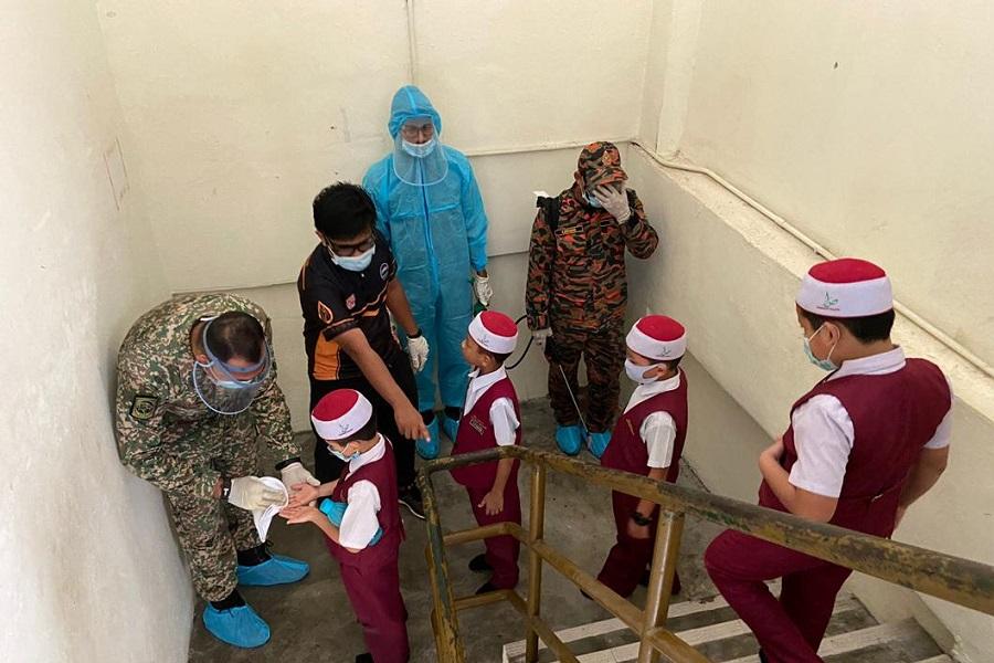 Sukarelawan Kakitangan USIM laksanakan sanitasi di enam lokasi di Negeri Sembilan