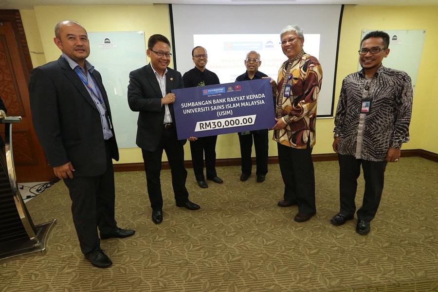 Bank Kerjasama Rakyat Malaysia serah sumbangan zakat kepada USIM