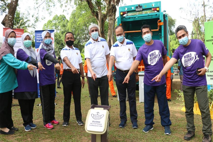 """USIM turun padang di sambutan """"World Cleanup Day"""" Peringkat Negeri Sembilan"""