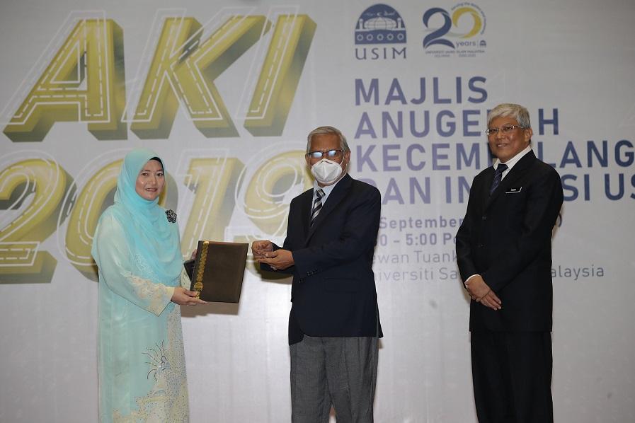 Majlis Anugerah Kecemerlangan dan Inovasi USIM Iktiraf Kecemerlangan Pentadbiran dan Akademik Universiti